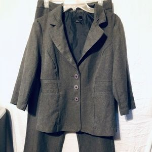 PANT SUIT BY T MILANO SIZE 10
